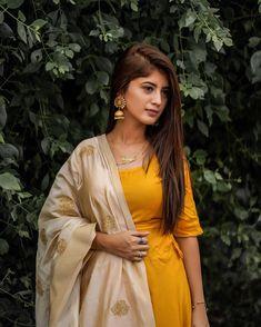 Arishfa Khan Hot HD Photos & Wallpapers for mobile Girl Photo Poses, Girl Photography Poses, Girl Poses, Cute Small Girl, Cute Girl Pic, Stylish Girl Images, Stylish Girl Pic, Eyebrows, Eyeliner