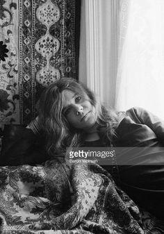 Linda foto de Janis Joplin em seu quarto, no Haight-Ashbury em São Francisco, Califórnia, foto de Baron Wolman, Getty Images.