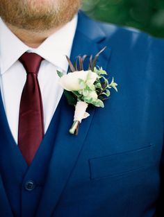 The groom's white boutonniere against his navy suit and rich burgundy tie Navy Blue And Burgundy Suit, Navy Suit Brown Shoes, Navy Suit Tie, Bright Blue Suit, Navy Suits, Blue Wedding Suit Groom, Navy Blue Wedding Theme, Wedding Colors, Groomsmen Attire Navy