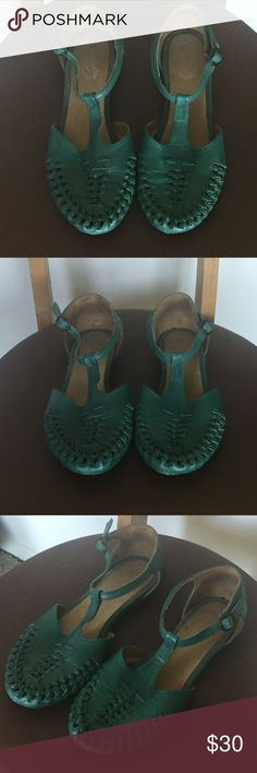 SEYCHELLES | Never worn classic woven flat perfect condition, perfect bright color for summer Seychelles Shoes Sandals
