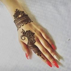 Mehndi design makes hand beautiful and fabulous. Here, you will see awesome and Simple Mehndi Designs For Hands. Henna Hand Designs, Eid Mehndi Designs, Mehndi Designs Finger, Mehndi Designs For Beginners, Modern Mehndi Designs, Mehndi Design Pictures, Mehndi Designs For Girls, Mehndi Designs For Fingers, Beautiful Henna Designs