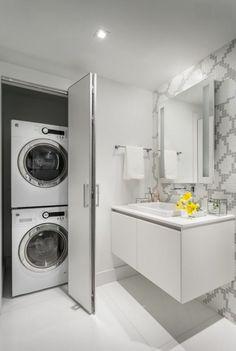 Espace astucieusement dissimulé pour la machine à laver et le sèche-linge
