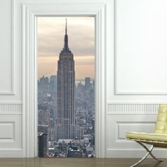 Empire State Building - Sticker Trompe l'oeil pour porte #door #decal #NYC Empire State Building, Vynil, Deco Stickers, Nyc, Inside Outside, Murals, New York Skyline, Birthday Ideas, Bedroom Ideas