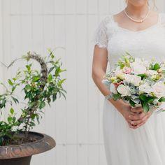 Plant + bouquet + Lauren / Kumeu wedding photography #jelphotography #aucklandphotographer alternative wedding photographer