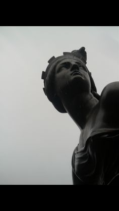 Statue and pigeon, Manchester Piccadilly