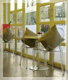 Louis Ghost proj. Philippe Starck | #meble #Kartell #krzesła #kawiarnie