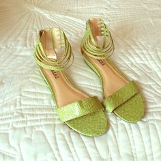 Light green ankle strapped sandals Zips in back snake skin like patterned material ! NWOT only tried on size 8 1/2 Bakers Shoes Sandals