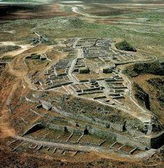 SPAIN / IBERIA / Archaeo - IBERIA (Pre-Roman Spain) -  Poblado ibérico de Azaila, en el Cabezo  de Alcalá, provincia de Teruel, su origen se sitúa en el siglo IX a.C., en la llamada Edad del Bronce Final. El pueblo ibérico, asentado en este valle, fue el de los Sedetanos, cuya capital, Sedeiskem, pudo corresponder a este poblado. Fue arrasado durante la guerra civil romana por el ejército de Pompeyo, por ser su población partidaria de Sertorio (años 80 - 76, a.C.).