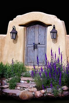 Blue door, New Mexico -souvenir de maison d'enfance, petite porte humble dont… Old Doors, Windows And Doors, When One Door Closes, Santa Fe Style, Land Of Enchantment, Unique Doors, Door Knockers, Garden Gates, Closed Doors