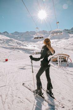 Mode Au Ski, Ski Et Snowboard, Ski Ski, Snowboarding Gear, Ski Chalet, Snow Pictures, Ski Holidays, Winter Photography, Photography Couples