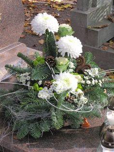 kompozycje funeralne - Szukaj w Google Grave Decorations, Cemetery Flowers, Silk Floral Arrangements, Funeral Flowers, Arte Floral, Ikebana, Wood Crafts, Easter, Gallery