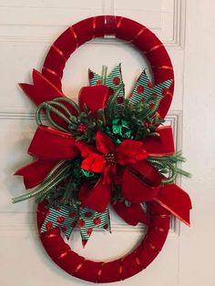 Christmas Porch, Christmas Wreaths, Christmas Decorations, Xmas, Christmas Ornaments, Primitive Christmas Crafts, Holiday Crafts, Holiday Decor, Clay Flowers
