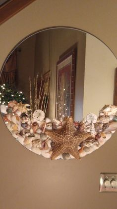 Shell Mirror - Diy and crafts interests Seashell Art, Seashell Crafts, Beach Crafts, Home Crafts, Diy Home Decor, Decor Crafts, Craft Ideas For The Home, Seashell Decorations, Seashell Wreath