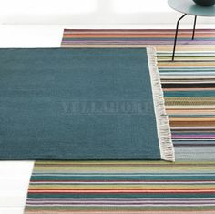 Rozmiar: 140x200, 170x240 (+-5cm)Grubość: ok 4mmKolor: mix kolorów- różnokolorowe pasy z przewagą zieleni i turkusuSkład: 100% wełna, na osnowie bawełnianejMarka: LINIE DESIGN Dania - wyprodukowano w IndiachOpis produktu: Produkcja ręcznie tkanych dywanów marki LINIE DESIGN kontrolowana na każdym jej etapie owocuje wysokiej jakości produktami, dopracowanymi w najdrobniejszych szczegółach.Dywan Feel w kolorowe pasy to idealny wybór dla wszystkich, którzy kochają prostotę we wnętrzach, ale i…