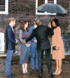 The Obamas with Prince William, Kate Middleton and Prince Harry at the Kensington palace for an informal dinner . . . . #Dukeofcambridge #Dukeofcambridge #princeharry #katemiddleton #kateemiddletonn #duchessCatherine #princewilliam #barackobama #michelleobama #kensingtonpalace #british #royals #picoftheday #photooftheday #instalike