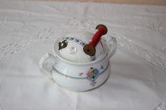 Nadelkissen im alten Zuckertopf von Joschibären auf DaWanda.com