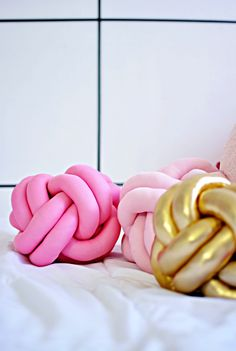 Le knot pillow pop