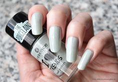 essence - I ♥ trends The Porcelains nailpolish - make up your mint  #essence #nailpolish #bblogger #nagellack #porcelain