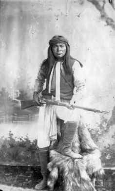 Apaches Esh-kin-tsay-giza (Mike) White Mountain Indians Al-chi-say's band. :: Photographs - Western History