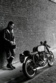 rampstyle_3_Horst_A.Friedrichs_London_Seitenansicht_Heck_Motorrad