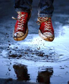 Red converse shoes puddle jumping Toni Kami ~•❤• Bébé •❤•~ Great photo shot