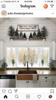 🎄 45 Cozy Christmas Kitchen Decorating Ideas That You Have To See — SE Farmhouse Christmas Decor, Cozy Christmas, Primitive Christmas, Little Christmas, Rustic Christmas, White Christmas, Christmas Holidays, Christmas Ideas, Cottage Christmas