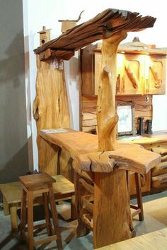 31 Indoor Woodworking Projects to Do This Winter – Diy Home Decor Wood Rustic Log Furniture, Bar Furniture, Outdoor Furniture, Furniture Makeover, Antique Furniture, Modern Furniture, Rustic Wood, Rustic Decor, Wood Projects