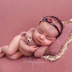 Newborn Baby Photos, Baby Girl Photos, Newborn Photo Props, Newborn Pictures, Cute Baby Pictures, Baby Girl Newborn, Newborn Photography Poses, Newborn Baby Photography, Photography Props