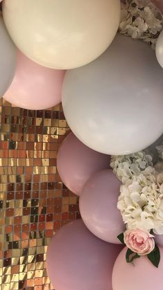 Gold sequin backdrop with beautiful balloon garland and flowers - stunning backdrop for selfie wall or display at your party or wedding Sequin Wall, Sequin Backdrop, Balloon Backdrop, Balloon Wall, Balloon Garland, Ballon Arch Diy, Balloon Clouds, Balloon Display, Balloon Installation