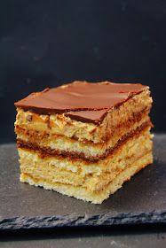 Um doce, um dos preferidos dos franceses! Composto de Biscuit Joconde com calda de café, coberto com camadas de creme de manteiga de café e...