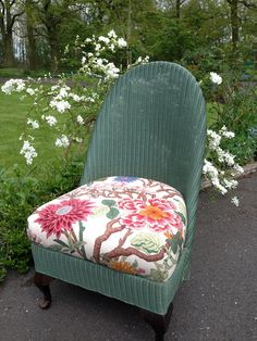 shabby chic inspired в 2019 Painting Wicker Furniture, Furniture Fix, Upcycled Furniture, Accent Furniture, Antique Chairs, Vintage Chairs, Country Cottage Interiors, Country Cottages, Shabby Chic Chalk Paint