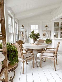 Fresh Farmhouse, Farmhouse Table, Farmhouse Decor, Diy Home Decor, Room Decor, French Country House, Dining Area, Dining Rooms, Dining Table