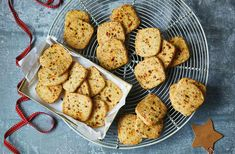 Bake a batch of thyme oatcakes to pair with your favourite cheese and chutney for an extra special treat. Find more Savoury baking recipes at Tesco Real Food. Edible Christmas Gifts, Edible Gifts, Christmas Recipes, Christmas Presents, Chocolate Salami Recipe, Salami Recipes, Pudding Flavors, Tesco Real Food, Savoury Baking