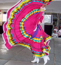 Layered ruffles and bright colors Folklorico Dresses, Ballet Folklorico, Mexican Traditional Clothing, Traditional Dresses, Mexico Dress, Mexican Costume, Mexican Shirts, Mexican Heritage, Mexican Fashion