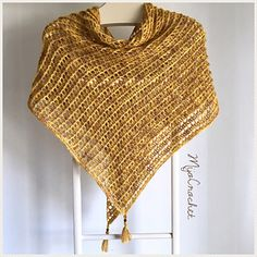 Ravelry: Dragon Belly pattern by Johanna Lindahl Crochet Poncho, Knitted Shawls, Crochet Scarves, Crochet Hooks, Free Crochet, Knitting Patterns, Crochet Patterns, Poncho Patterns, Ribbon Yarn