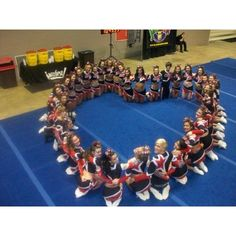 This would be awesome to do but with girls who do basketball or volleyball or soccer. Not dance or cheerleading! And in the middle it would be awesome if the team name was there or something! Cheer Coaches, Cheer Mom, Cheer Stuff, Cheer Gifts, Team Gifts, Cheer Spirit, Spirit Wear, Cheers Photo, Football Cheer
