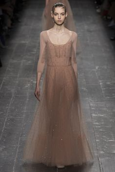 See the complete Valentino Fall 2016 Ready-to-Wear collection.