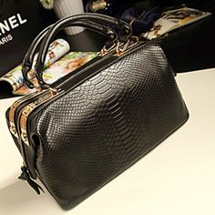 Punk Style Cool Bag http://www.tinydeal.com/casual-bags-px27ysr-p-118347.html
