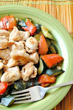 bocconcini di pollo con zucchine e peperoni