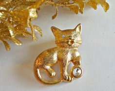 Vintage Cat Brooch Pin With Rhinestones Kitten by TreasureCoveAlly on Etsy