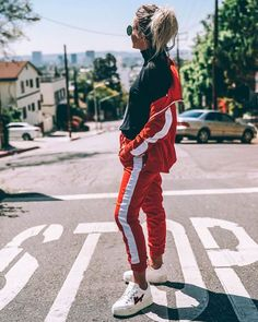Camille Callen usa conjunto sporty com calça jogger turtleneck bomber Sport Fashion, Look Fashion, Girl Fashion, Fashion Outfits, Womens Fashion, Jogging, Camille Callen, Look Legging, Streetwear