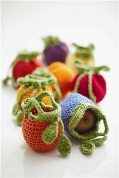 Fruit Cozy (to Crochet)  Never let your fruit get bumped and bruised before lunch again. Keep your snacks safe and protected in these cute cozies.