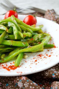 Tangy Green Bean Salad with chili makes a perfect vegetarian dish or summer side dish. | giverecipe.com | #salad #greenbeans  #easyrecipes