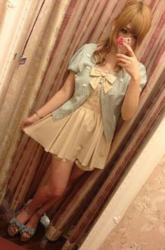 Lovin Japanese gyaru fashion . So Kawaii!