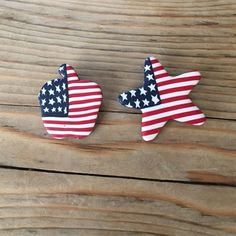 Patriotic USA pins, Apple Pie and Star shape. Great for July 4th!  Really lightweight material. Jewelry Brooches