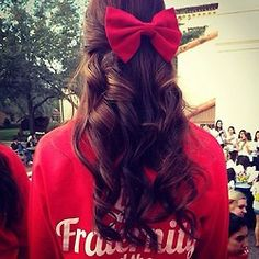 Love this hair style and the bow <3