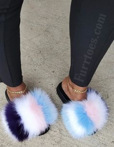 Fluffy Sandals, Fluffy Shoes, Pretty Shoes, Cute Shoes, Me Too Shoes, Sneakers Fashion, Fashion Shoes, Pop Shoes, Fuzzy Slippers