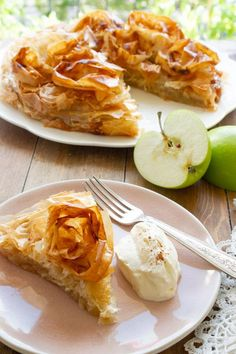 Crispy layers of phyllo dough filled with sweet and tangy apple goodness, . Apple Pie Recipes, Apple Desserts, Sweet Recipes, Cake Recipes, Phylo Dough Recipes, French Apple Pies, Phyllo Dough, Cooked Apples, Food Science