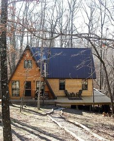 Stunning homes Cabin Life A Frame Cabin, A Frame House, Tiny House Cabin, Cabin Homes, Tiny Homes, Cabins In The Woods, House In The Woods, Casas Containers, Cabins And Cottages