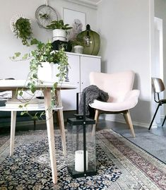 Olohuone Dining Chairs, Dining Table, Furniture, Home Decor, Dining Room Table, Decoration Home, Room Decor, Dining Chair, Home Furniture